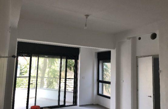 """דירת 7 חדרים למכירה בתל אביב, 165 מ""""ר, קומה 2 מ-3."""