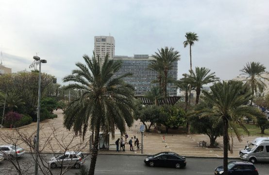 """דירת 4.5 חדרים למכירה בתל אביב, 130 מ""""ר, קומה 2 מ-5."""
