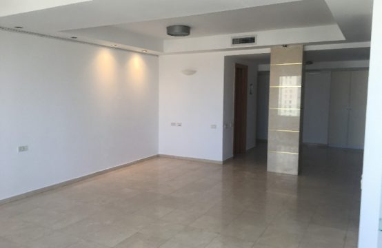"""דירת 5 חדרים למכירה בתל אביב, 160 מ""""ר, קומה 13 מ-15."""