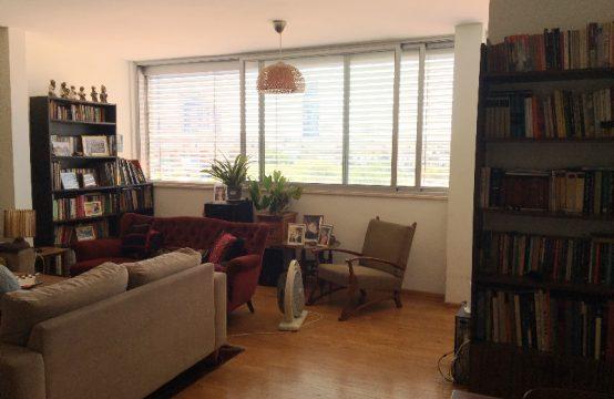 """דירת 4.5 חדרים למכירה בתל אביב, 140 מ""""ר, קומה 4 מ-5."""