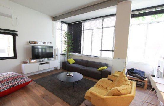 """דירת 2 חדרים למכירה בתל אביב, 70 מ""""ר, קומה 1 מ-3."""