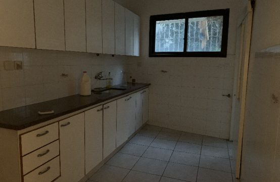 """דירת 3.5 חדרים למכירה בתל אביב, 100 מ""""ר, קומה 0 מ-3."""