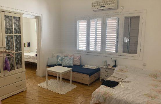 """דירת 3.5 חדרים למכירה בתל אביב, 90 מ""""ר, קומה 2 מ-4."""