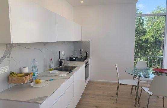 """דירת 6 חדרים למכירה בתל אביב, 240 מ""""ר, קומה 3 מ-6."""