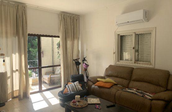"""דירת 3.5 חדרים למכירה בתל אביב, 104 מ""""ר, קומה 1 מ-3."""